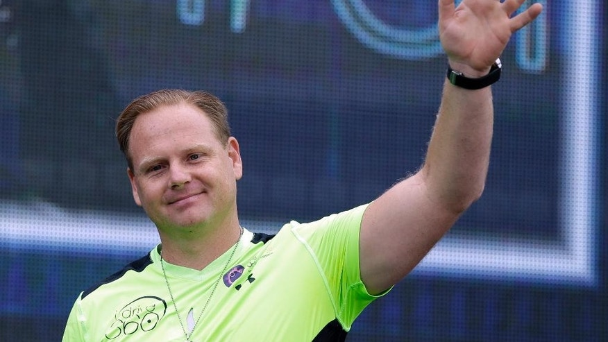 Daredevil performer Nik Wallenda waves during a news conference after he walked untethered along the rim of the Orlando Eye, the city's new, 400-foot observation wheel, Wednesday, April 29, 2015, in Orlando, Fla. The walk is being done in advance of next month's public opening of the attraction. (AP Photo/John Raoux)