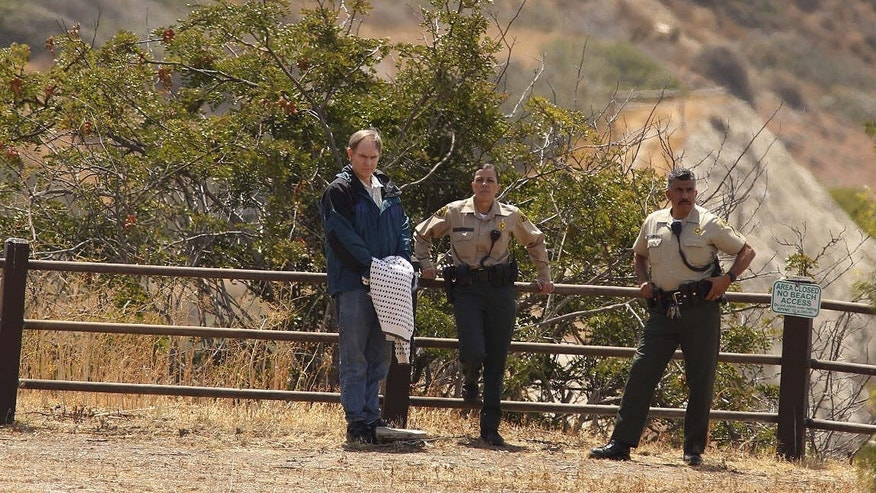 May 7, 2015: In this file photo, defendant Cameron Brown, left, and Los Angeles County sheriff deputies, watch as jurors make a site visit to the Abalone Cove and Portuguese Bend areas during his third trial in Rancho Palos Verdes, Calif.