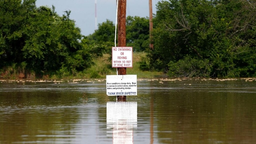 The Brazos River rises as authorities call for an evacuation of Horseshoe Bend, because it is expected to flood there, Wednesday, May 27 2015 in Horseshoe Bend, Texas. (Rodger Mallison/The Fort Worth Star-Telegram via AP)  MANDATORY CREDIT