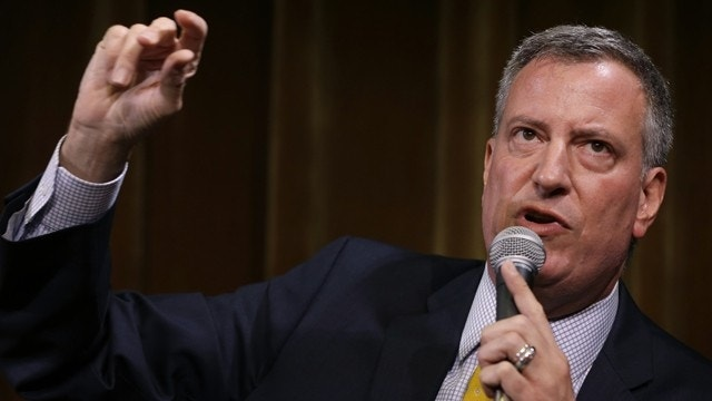NY's de Blasio bans protesters at event to 'free speech zone'