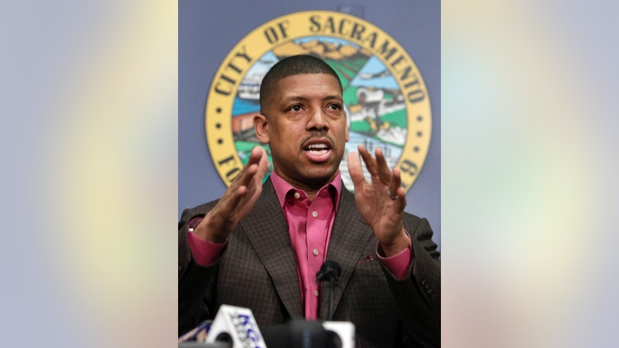 "FILE - In this Jan. 9, 2013 file photo, Sacramento Mayor Kevin Johnson speaks during a news conference in Sacramento, Calif.  In January,  black activist Maile Hampton was arrested during a Black Lives Matter protest in Sacramento and charged with felony lynching. The charge for interfering with police during an arrest drew outrage from African-American leaders including Johnson who noted the irony of the charge. A bill by state Sen. Holly Mitchell, D-Los Angeles, to remove the word ""lynching"" from the state penal code is now before Gov. Jerry Brown.(AP Photo/Rich Pedroncelli,file)"