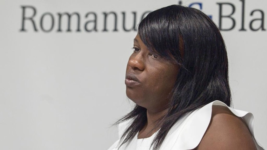 Shatrell McComb, whose 13-month-old son was struck and killed as he sat in his stroller at a bus stop during a high-speed police chase this month, attends a news conference where she said she is suing the city of Chicago on Thursday, July 23, 2015 in Chicago. McComb says officers ignored orders by their superiors to stop the pursuit during the 3 1/2 mile, 20-minute chase on the South Side. (Ashlee Rezin/Sun-Times Media via AP) MANDATORY CREDIT, MAGS OUT, NO SALES, CHICAGO TRIBUNE OUT