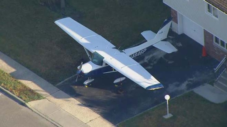 Harold Guretzky parks his plane in driveway of Long Island home.(MyFoxNY)