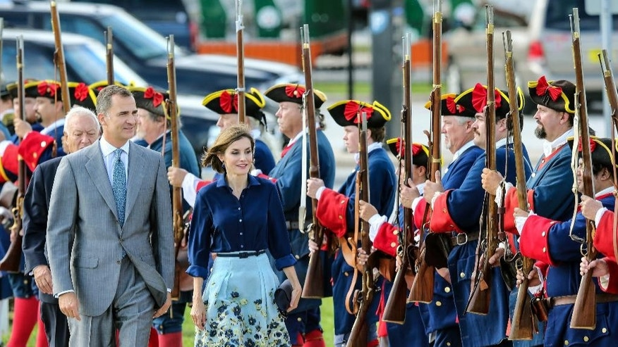 King Felipe VI and Queen Letizia of Spain are greeted by period actors as they arrive to tour the Castillo de San Marcos during St. Augustine's 450th commemoration, Friday, Sept. 18, 2015, in St. Augustine, Fla. (AP Photo/Gary McCullough)