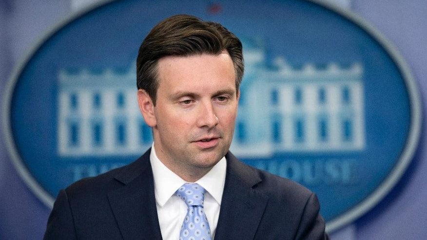 White House press secretary Josh Earnest talks to reporters during the daily press briefing in the Brady press briefing room of the White House in Washington, Monday, Sept. 21, 2015. Earnest spoke about U.S. trade embargo against Cuba.    (AP Photo/Manuel Balce Ceneta)