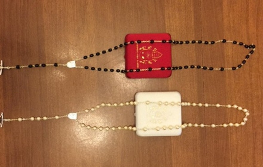 Pope Francis reportedly gave these rosaries to Kim Davis during their Washington meeting.