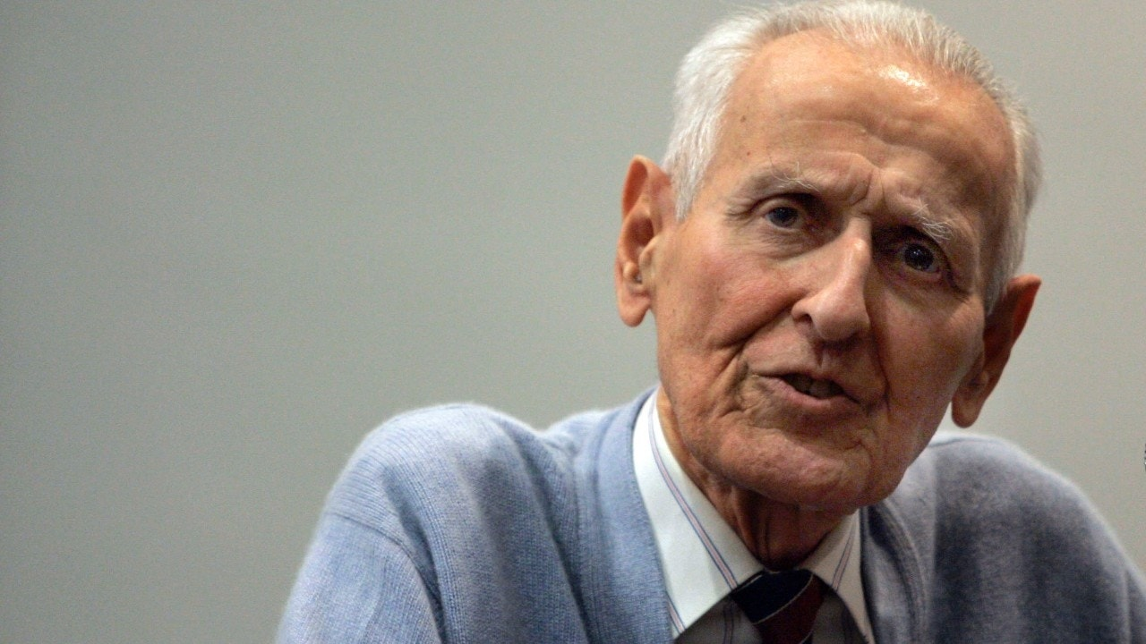 kevorkian essay Essay samples jack kevorkian and euthanasia jack kevorkian and euthanasia by admin in essay samples on april 17, 2018 euthanasia the thin line between life and.