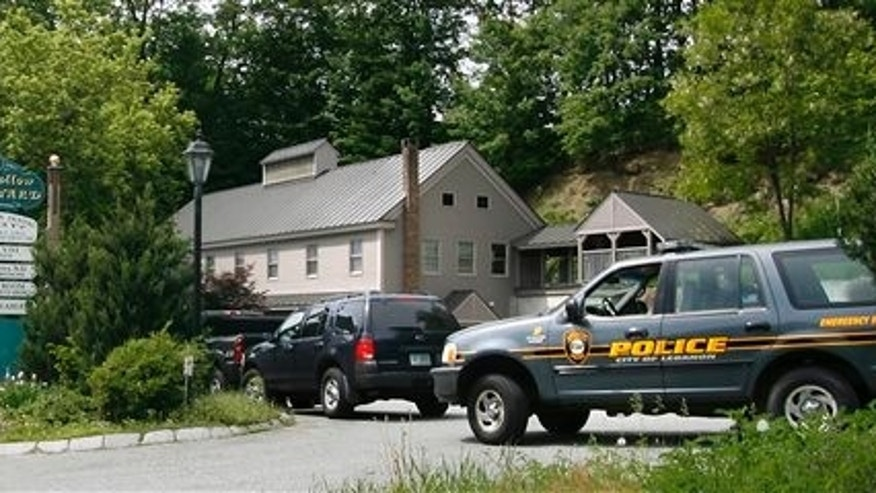 In this June 7, 2007 file photo police seize the Half Hollow Dental Center in West Lebanon, N.H., owned by convicted tax evaders Ed and Elaine Brown of Plainfield, N.H. (AP Photo/Cheryl Senter)