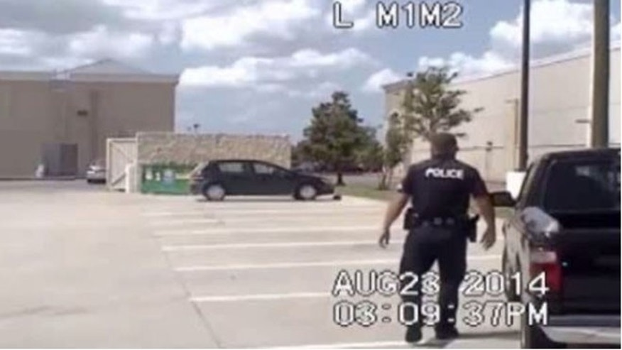 Police dash cam video recorded gun owner Alonzo Gonzalez's encounter with a Rosenberg, Tex., police officer.