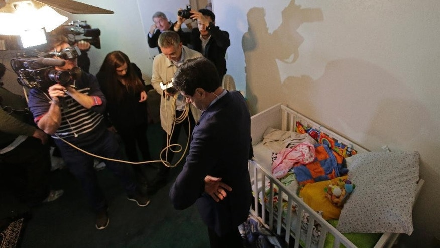 Members of the media crowd into a child's room in an apartment in Redlands, Calif., shared by San Bernardino shooting rampage suspects Syed Farook and his wife, Tashfeen Malik, Friday, Dec. 4, 2015, after the building landlord invited media into the townhouse rented by the California attackers. (AP Photo/Chris Carlson)