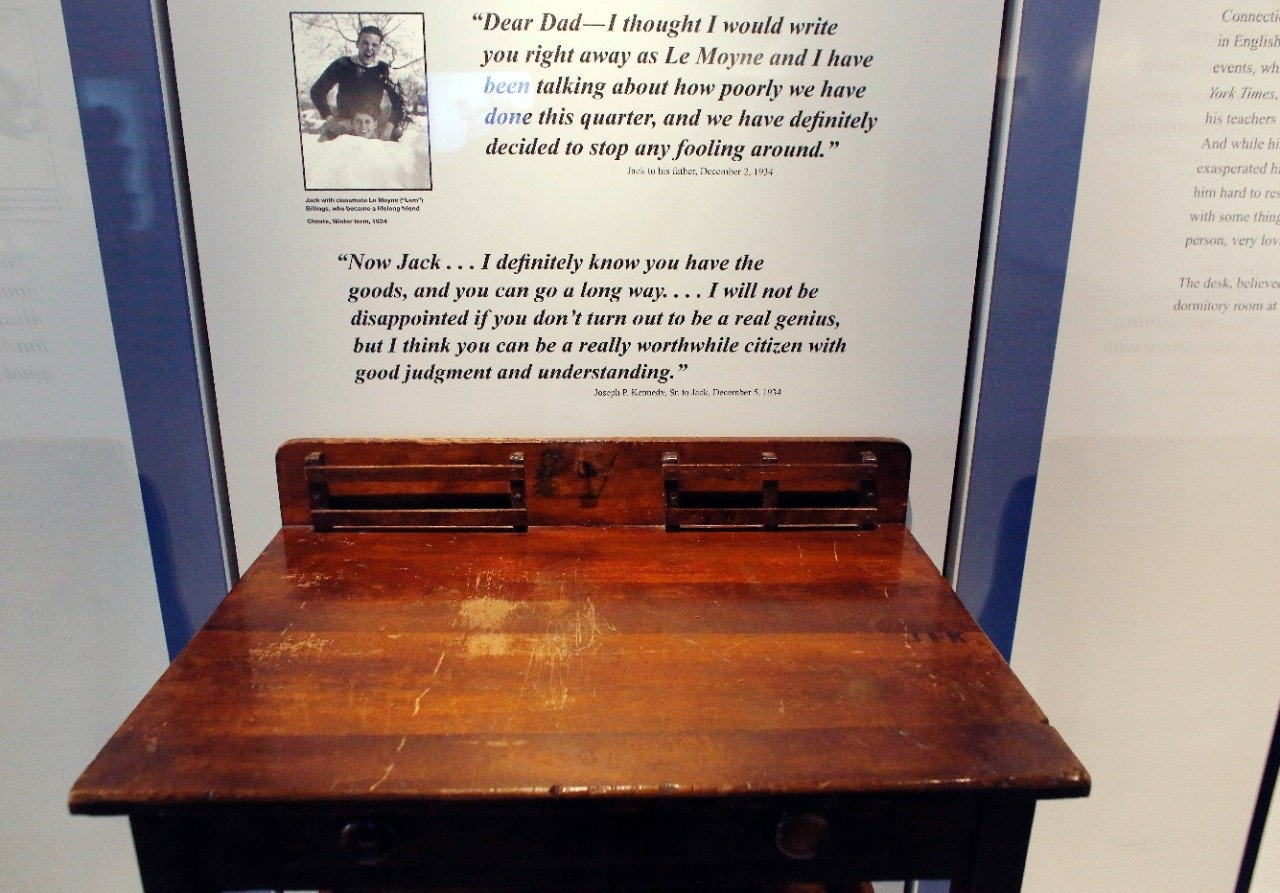 Museum displays desk with jfk carving that didn t belong