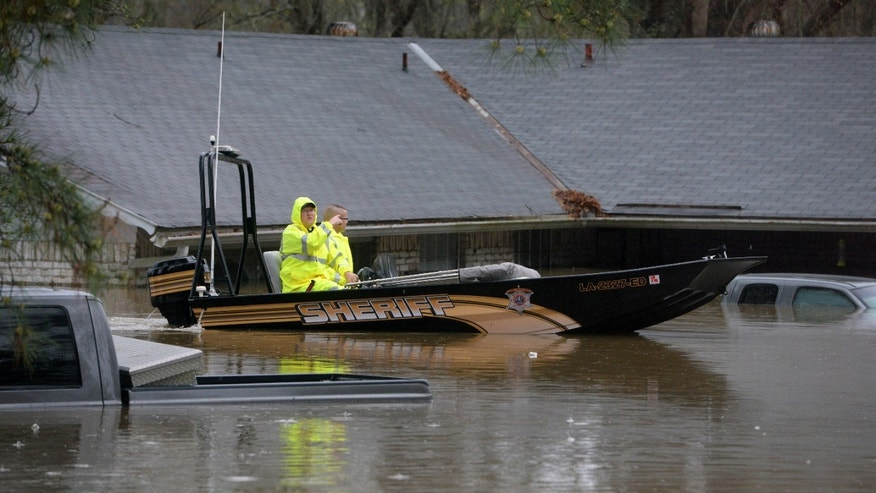 Sheriff's deputies search for stranded people in Shreveport, La.