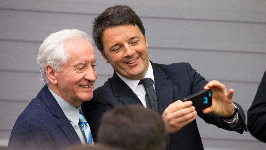 Italian Premier Matteo Renzi, right, poses for a selfie after speaking at Harvard University's Center for European Studies as he continues a four-day U.S. visit.  in Cambridge, Mass., Thursday, March 31, 2016. (AP Photo/Michael Dwyer)