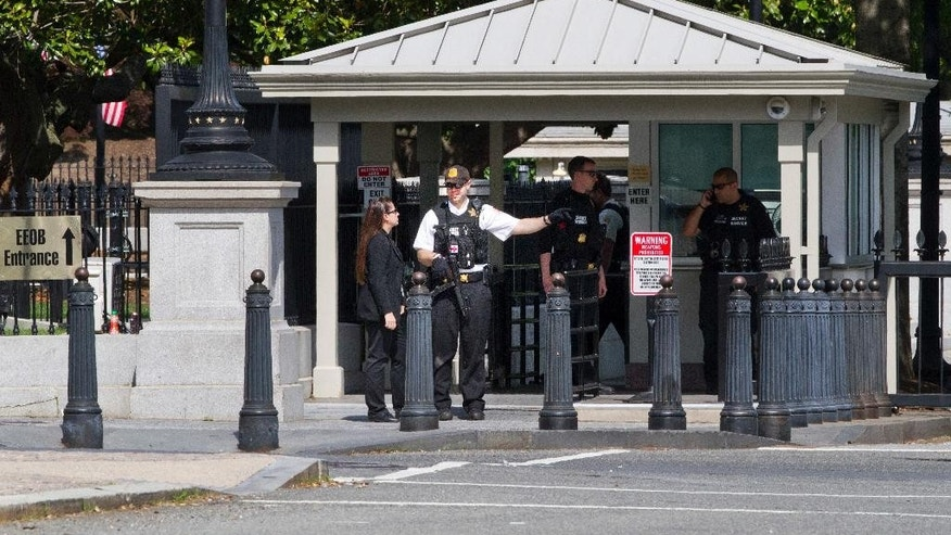 A Secret Service Police Officer works outside of the guard entrance on 17th St Northwest near the White House in Washington, Friday, May 20, 2016, after the White House was placed on a security alert after a shooting on a street outside. (AP Photo/Jacquelyn Martin)