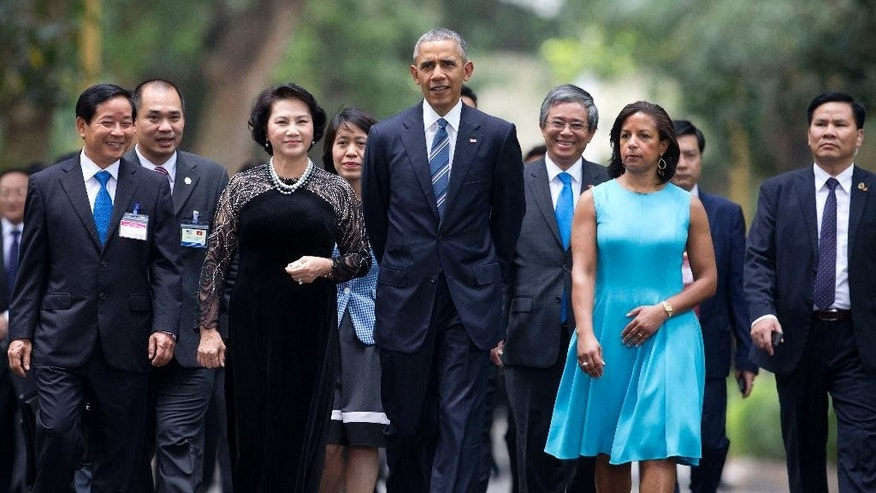 U.S. President Barack Obama, center,  walks with chairwoman of the National Assembly Nguyen Thi Kim Ngan on the Presidential Palace compound in Hanoi, Vietnam, Monday, May 23, 2016. Second from right is National Security Advisor Susan Rice. President Obama started his first visit to Vietnam on Monday looking to bolster the government with trade opportunities and the possible lifting of an arms export embargo even as he pushes for better human rights from the one-party state.  (AP Photo/Carolyn Kaster)