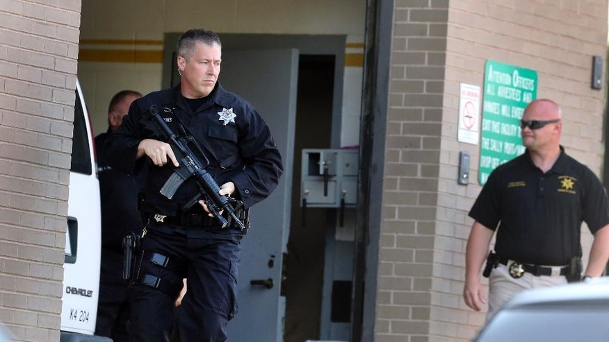 A transport van carrying Drew Peterson arrives to the Randolph County Courthouse in Chester, Ill., under guard by officers from the Illinois Department of Corrections on Monday May 23, 2016. Opening statements are to begin in the murder-for-hire trial of Peterson, the former suburban Chicago police officer accused of plotting to kill the state's attorney who prosecuted Peterson in his third wife's death. (Nuccio DiNuzzo/Chicago Tribune)  MANDATORY CREDIT, CHICAGO SUN-TIMES OUT, DAILY HERALD OUT, NORTHWEST HERALD OUT, DAILY CHRONICLE OUT, THE HERALD-NEWS OUT, THE TIMES OF NORTHWEST INDIANA OUT, TV OUT, MAGS OUT, NO SALES