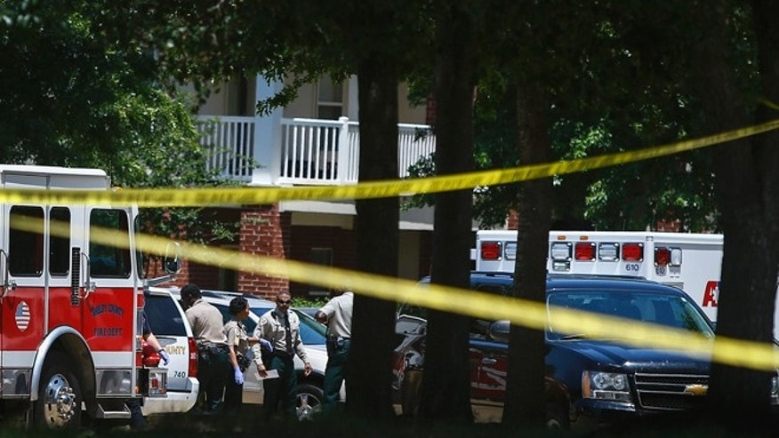 Shelby County Sheriff's deputies work the scene where four young children were fatally stabbed at the Greens of Irene apartment, Friday, July 1, 2016 in Memphis, Tenn.  (Mark Weber/The Commercial Appeal via AP)