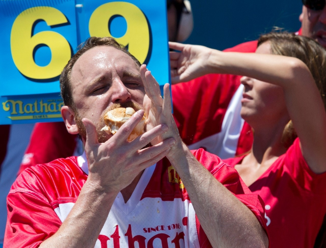 Joey Chestnut wins back crown at Coney Island hot dog eating contest | Fox News