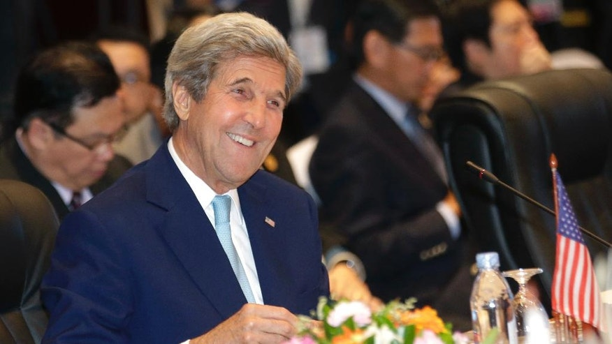 U.S. Secretary of State John Kerry smiles during 6th East Asia Summit Foreign Minister's meeting in Vientiane, Laos, Tuesday, July 26, 2016.(AP photo/Sakchai Lalit)