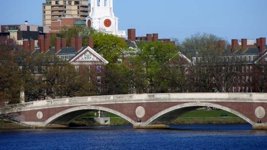 Charles River, Weeks Footbridge, Harvard University. (Cambridge Office for Tourism)