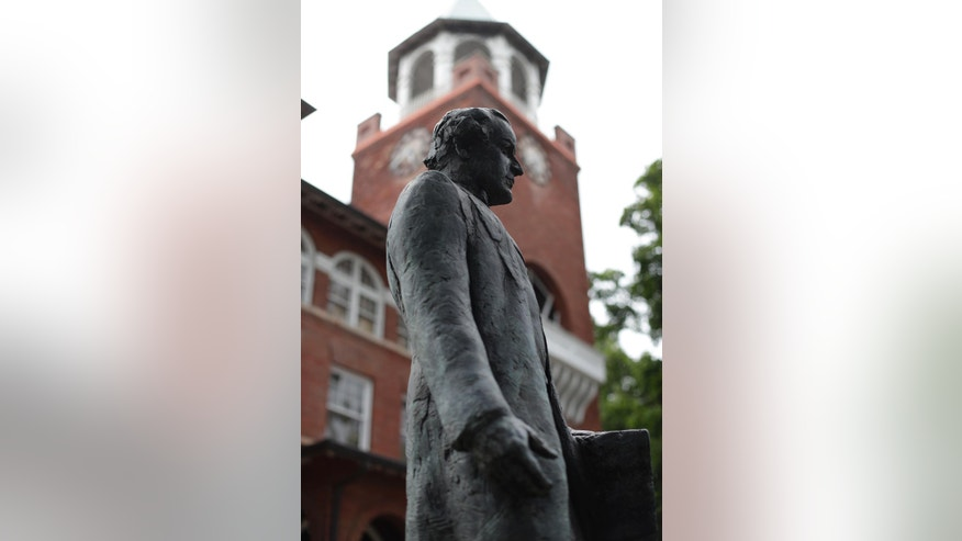 "In this July 23, 2016 photo, a statue of orator William Jennings Bryan stands in front of the Rhea County Courthouse in Dayton, Tenn. An atheist group is raising money to place a statue of attorney Clarence Darrow opposite the statue of Bryan outside the courthouse where the two faced off in the 1925 Scopes ""monkey trial."" (AP Photo/Mark Humphrey)"