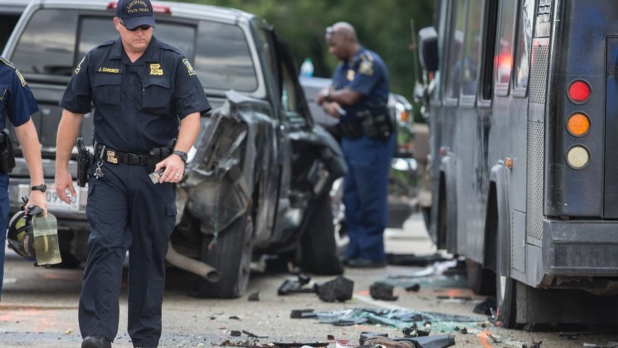 Police investigate the scene of a fatal wreck involving a bus and several cars on Interstate 10 near Laplace, La., Sunday, Aug. 28, 2016. (Chris Granger/NOLA.com The Times-Picayune via AP)