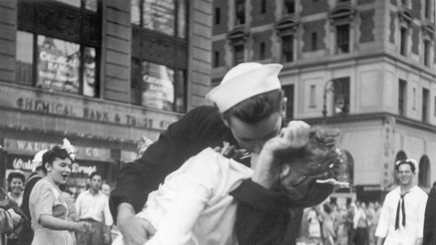 Woman in iconic V-J Day Times Square kiss photo dies at 92 | Fox News
