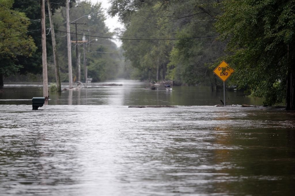Residents evacuate Cedar Rapids homes ahead of flooding in Iowa