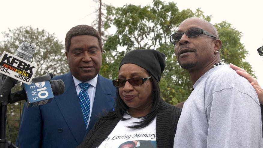 Robert Mann, right, the brother of Joseph Mann, who was killed by Sacramento Police in July, discusses the shooting of his brother during a news conference Monday, Oct. 3, 2016, in Sacramento, Calif.  Mann, accompanied by his sister, Deborah, center, and attorney John Burris are demanding that the officers involved in shooting of Joseph Mann, 50, be charged with murder and that the U.S. Department of Justice open a civil rights investigation of the Sacramento Police Department. (AP Photo/Rich Pedroncelli)