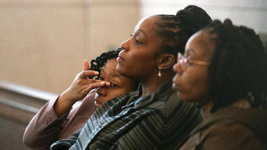 CORRECTS POOL SOURCE TO THE CINCINNATI ENQUIRER - DaShonda Reid, center, Sam DuBose's longtime fiancée, waits for Ray Tensing's pre-trial hearing to begin Friday, Oct. 14, 2016, in Cincinnati. The former University of Cincinnati police officer is charged with killing DuBose, an unarmed black man during a traffic stop over a missing front license plate.     (Amanda Rossmann/The Cincinnati Enquirer via AP, Pool)