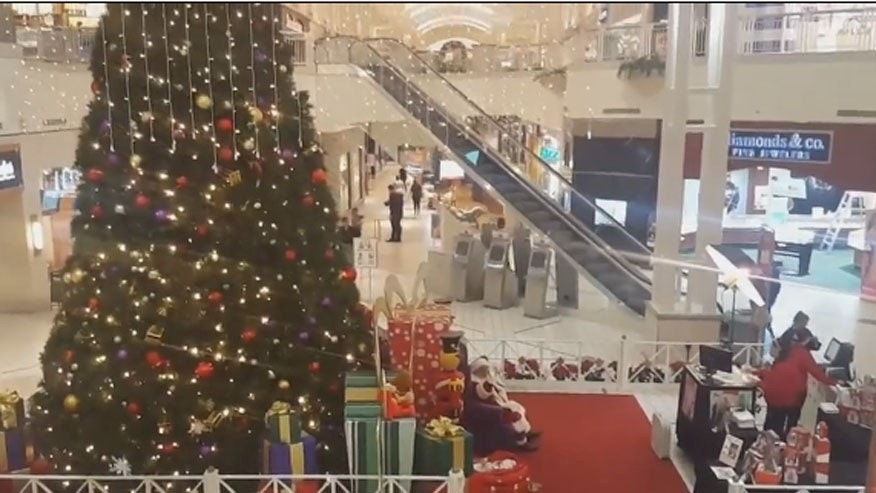 Mall Santa replaced after putting Hillary Clinton on the naughty list