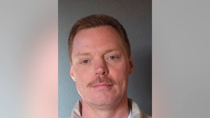 This undated photo provided by the South Carolina Department of Corrections shows Michael Allen Williamson, who escaped around 8:50 p.m. Wednesday, Dec. 7, 2016, from McCormick Correctional Institution, according to Dexter Lee of the South Carolina Department of Corrections. (South Carolina Department of Corrections via AP)