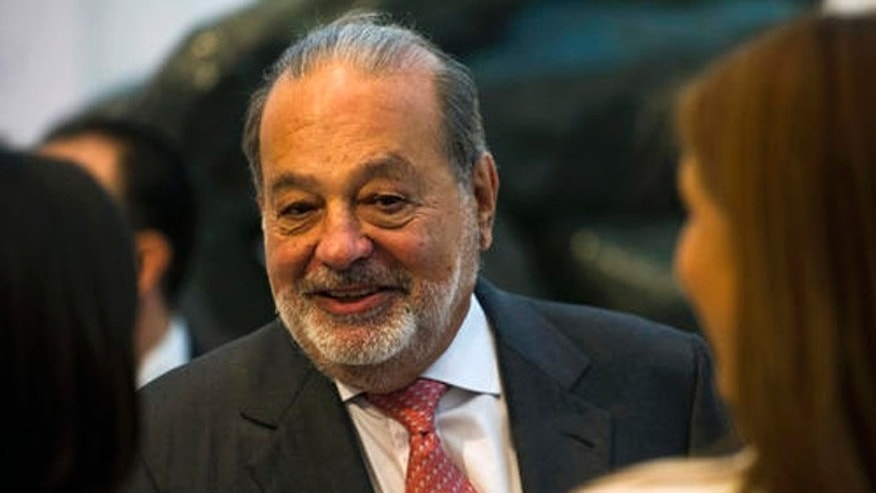 Mexican billionaire Carlos Slim greets attendees at the Museo Soumaya in Mexico City, on June 15, 2016.