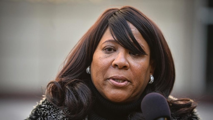 Theresa Love Williams, of Robbinsdale, speaks to the media Friday, Feb. 10, 2017 in Minneapolis, in response to the shooting of her nephew, Chad Robertson, by an Amtrak police officer in Chicago. (Aaron Lavinsky/Star Tribune via AP)