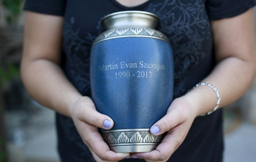 Inez Szczupak holds an urn filled with the ashes of her son Martin, who died of a drug overdose, outside her home in the Staten Island borough of New York August 19, 2015. Picture taken August 19, 2015. To match Special Report USA-REHAB/PHOENIXHOUSE REUTERS/Shannon Stapleton - RTX1QRR2