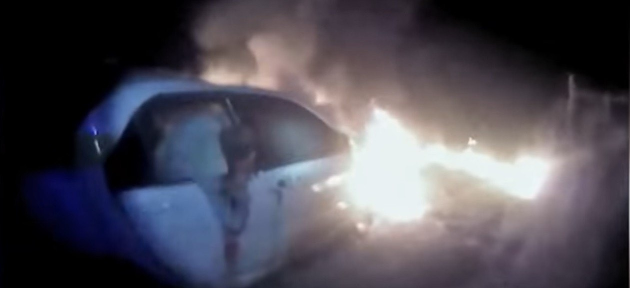 Police Race To Rescue Driver From Burning Car Florida