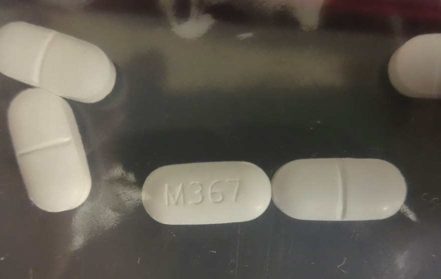 A seized counterfeit hydrocodone tablets in the investigation of a rash of fentanyl overdoses in northern California is shown in this Drug Enforcement Administration (DEA) photo released on April 4, 2016. At least 42 drug overdoses in the past two weeks have been reported in northern California, 10 of them fatal, in what authorities on Monday called the biggest cluster of poisonings linked to the powerful synthetic narcotic fentanyl ever to hit the U.S. West Coast.    REUTERS/Drug Enforcement Administration/Handout via Reuters    FOR EDITORIAL USE ONLY. NOT FOR SALE FOR MARKETING OR ADVERTISING CAMPAIGNS. THIS IMAGE HAS BEEN SUPPLIED BY A THIRD PARTY. IT IS DISTRIBUTED, EXACTLY AS RECEIVED BY REUTERS, AS A SERVICE TO CLIENTS - RTSDL6H