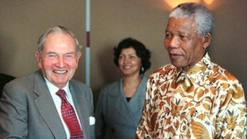 South Africa's President Nelson Mandela poses for photographers with David Rockefeller following a business breakfast held at the Rockefeller Center in New York,  September 18. Mandela will visit New York and Boston prior to addressing the United Nations General Assembly on Monday. - RTXI0YL