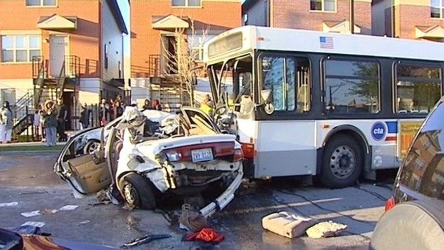 4 die in auto that crashes into Chicago bus