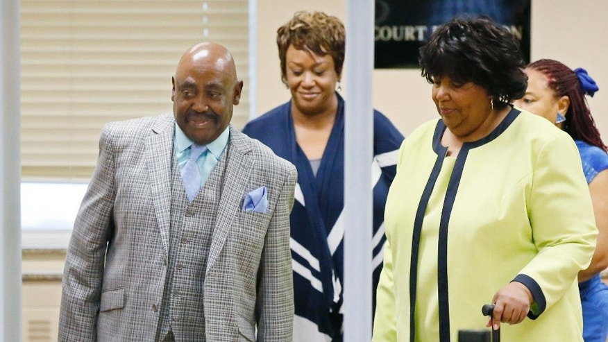 The Rev. Joey Crutcher, left, and Leanna Crutcher, right, the parents of Terence Crutcher, walk into a courtroom for the trial of Tulsa police officer Betty Jo Shelby in Tulsa, Okla., Friday, May 12, 2017. Shelby is charged with manslaughter in the shooting of Terence Crutcher, an unarmed black man. (AP Photo/Sue Ogrocki)