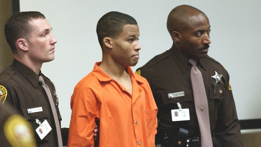 Federal judge tosses out life sentences for DC sniper Malvo