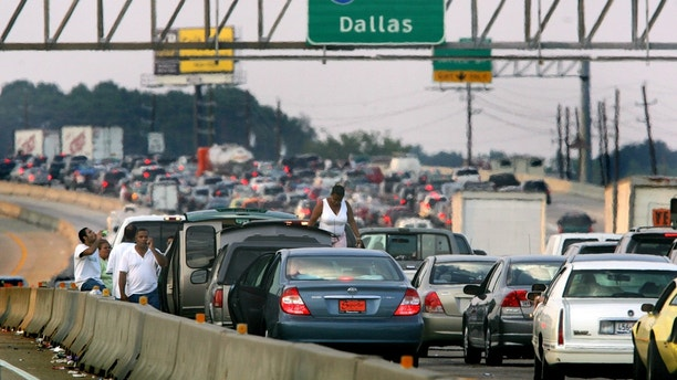 Thousands of cars try to evacuate to Dallas in advance of Hurricane Rita in north Houston September 22, 2005. Hurricane Rita weakened to a still dangerous Category 4 storm with maximum sustained winds of 150 miles per hour, the U.S. National Hurricane Center said in an advisory on Thursday. REUTERS/Carlos Barria - RTRP43Q