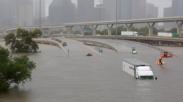 Interstate highway 45 is submerged from the effects of Hurricane Harvey seen during widespread flooding in Houston, Texas, U.S. August 27, 2017. REUTERS/Richard Carson     TPX IMAGES OF THE DAY - RTX3DL7M