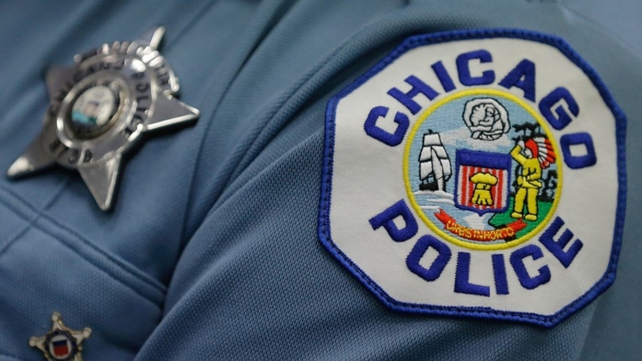 Uniformed Chicago cop who posted National Football League protest photo reprimanded