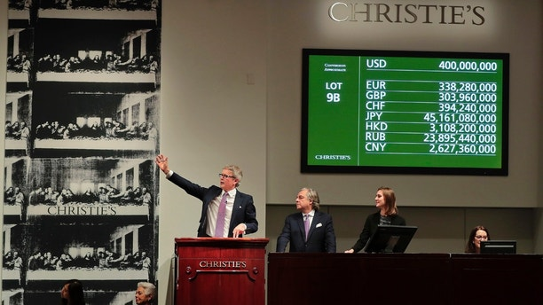 "CORRECTS PRICE - Christie's auctioneer Jussi Pylkannen, left, looks for one last bid for Leonardo da Vinci's ""Salvator Mundi"" at Christie's, Wednesday, Nov. 15, 2017, in New York. The painting sold at $450 million. (AP Photo/Julie Jacobson)"