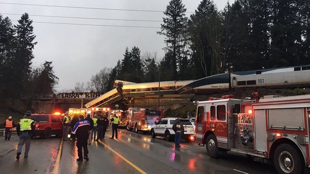 Amtrak train derails in Washington state onto Interstate 5; at least 6 dead – Trending Stuff