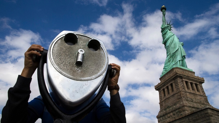 NY Gov. Cuomo to keep Statue of Liberty open during shutdown