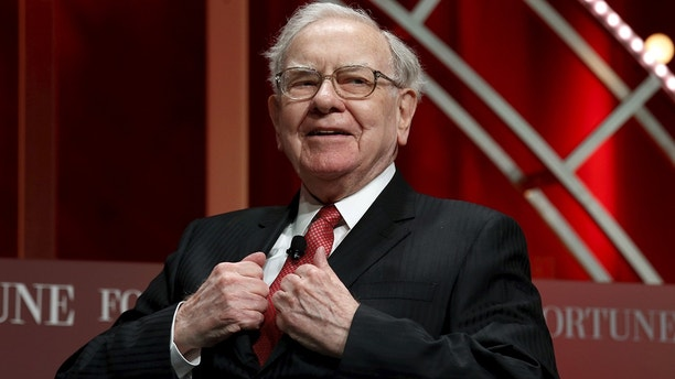 Warren Buffett, chairman and CEO of Berkshire Hathaway, prepares to speak at the Fortune's Most Powerful Women's Summit in Washington October 13, 2015.  REUTERS/Kevin Lamarque/File Photo - TM3EC5D1GJZ01