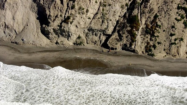 Man dies after falling off 500-foot cliff trying to rescue dog
