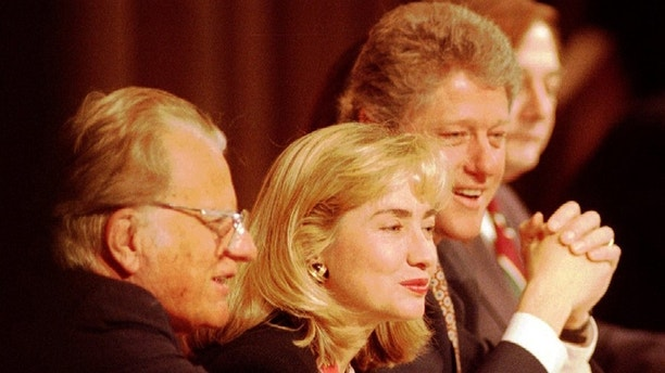 Rev. Billy Graham (L) sits with First Lady Hillary Clinton and President Bill Clinton at the head table during a prayer breakfast at the Washington Hilton hotel Feb 04, 1993.  The White House said today that President Clinton will support a United Nations peace plan for Bosnia if the parties to the conflict accept it.   REUTERS/Gary Cameron    (UNITED STATES - Tags: POLITICS) - GM1E8161BBO01